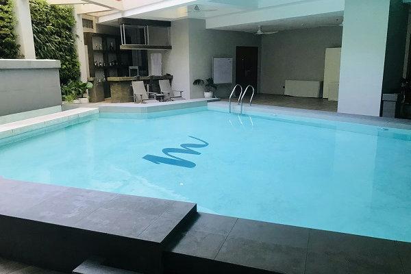 ホテル内プール