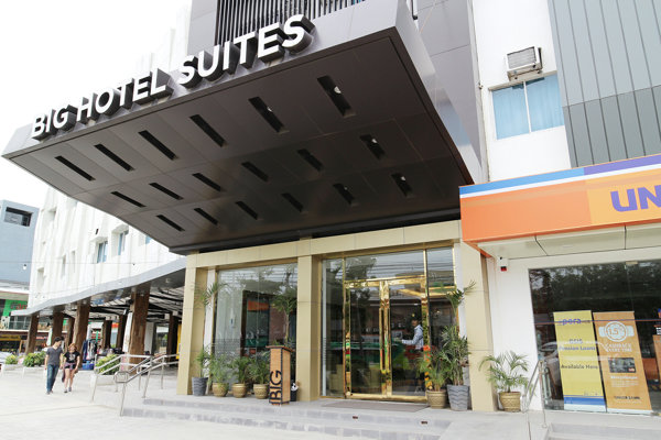 提携BIG HOTEL SUITESの外観