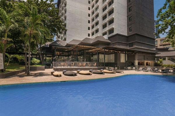提携ホテル(Seda Ayala Center Cebu)のプール